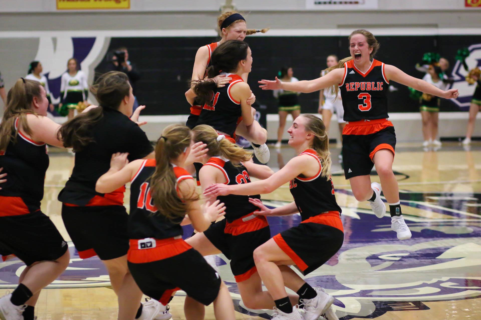 Video: Girls Basketball Highlights Vs Rock Bridge (Quarterfinals)